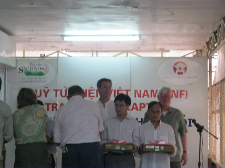 The Vietnam Foundation awarded laptops with special programs for people with visual impairments to students who achieved high performances in school!