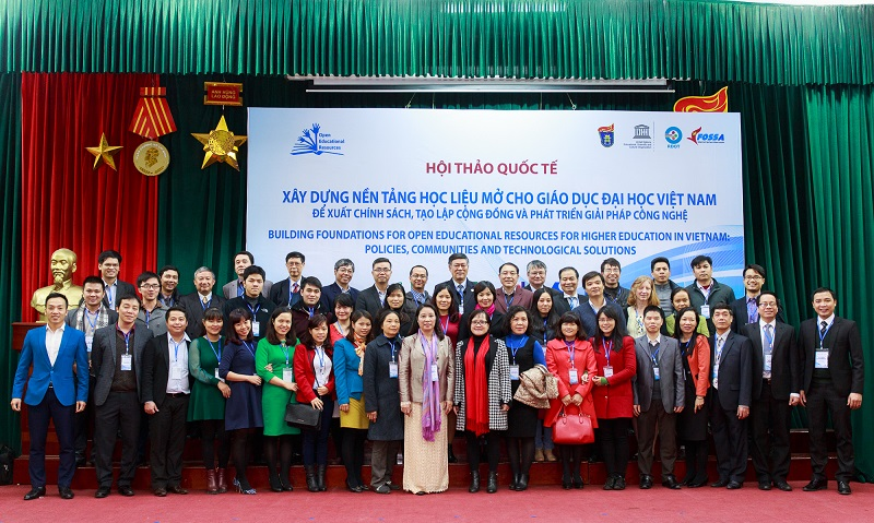 Group picture OER conference vietnam 2015