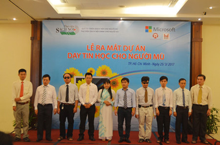 All ten of the course instructors are themselves visually impaired individuals with university degrees. (Photo: Thy Phạm/VietNamnet)
